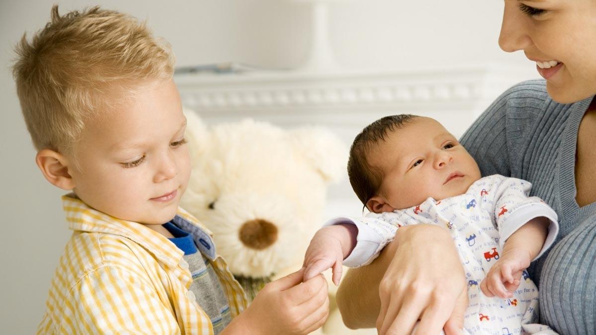 Что делать, если ребенок ревнует?